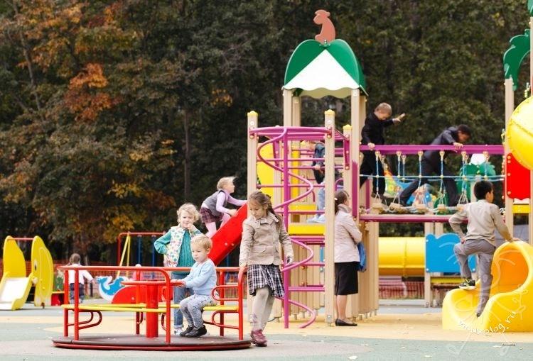 Опасности на детской площадке