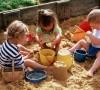 Пусть дети играют в песочнице