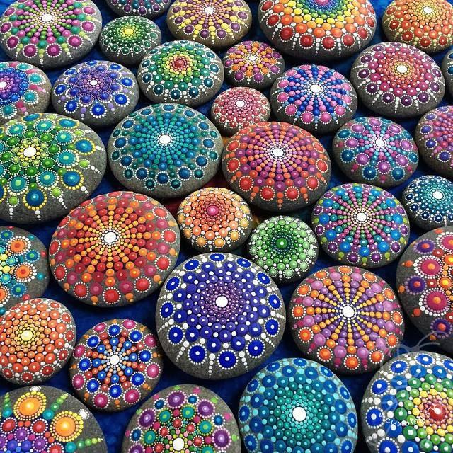 мандалы на камнях