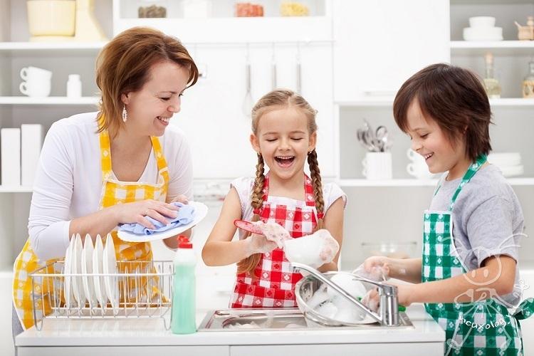 Приучаем помогать по хозяйству
