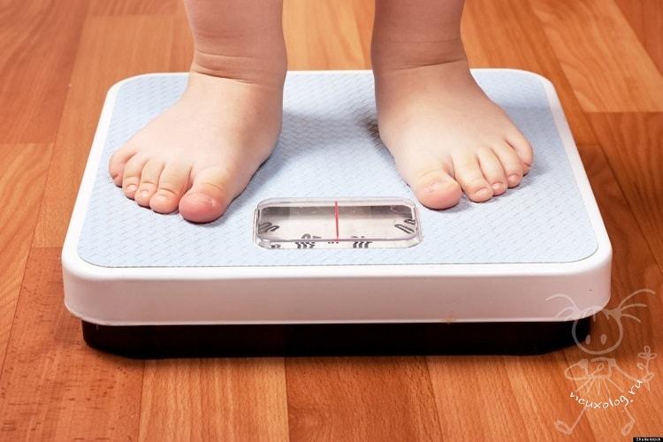 Ребенок на весах